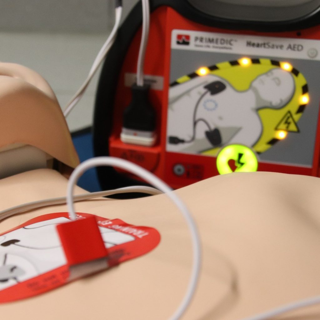 PIERWSZA POMOC + AED